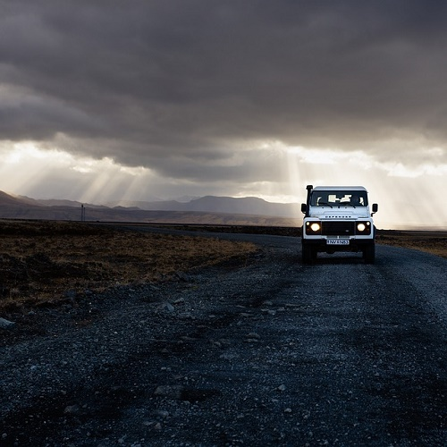 車 家の中 雷 危険