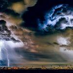 本当に雷は地震の前兆なのか?その関係は?