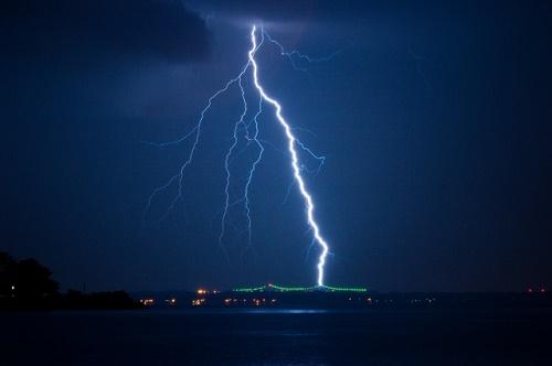 雷 打たれる 模様 覚醒 生きてる