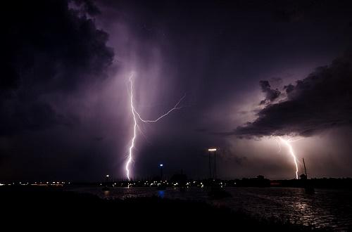 雷 打たれる どうなる 確率