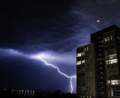 雷 なぜ 落ちる 起こる 停電